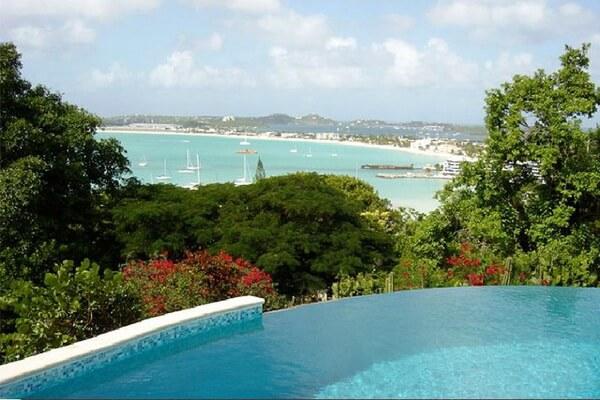 Contemporary Villa La Di Da in St Maarten