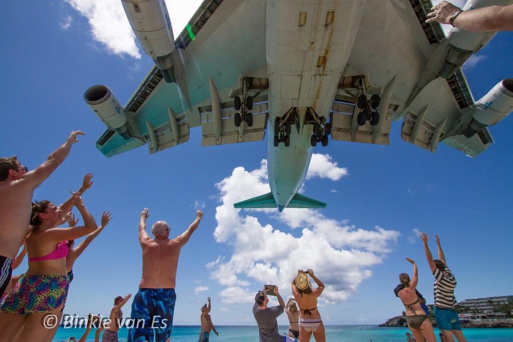 manchado avión en Maho Beach