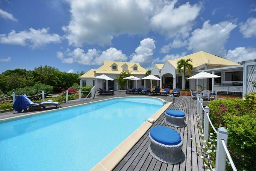 Villa Les Quatre Saisons Villa located in St. Martin with a short drive from to Baie Longue Beach!