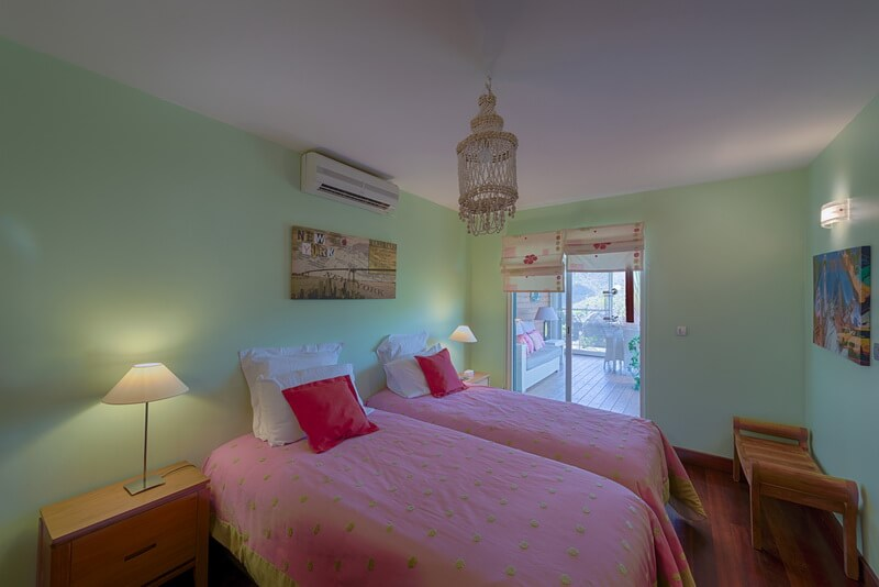twin beds Villa Dreamin Blue