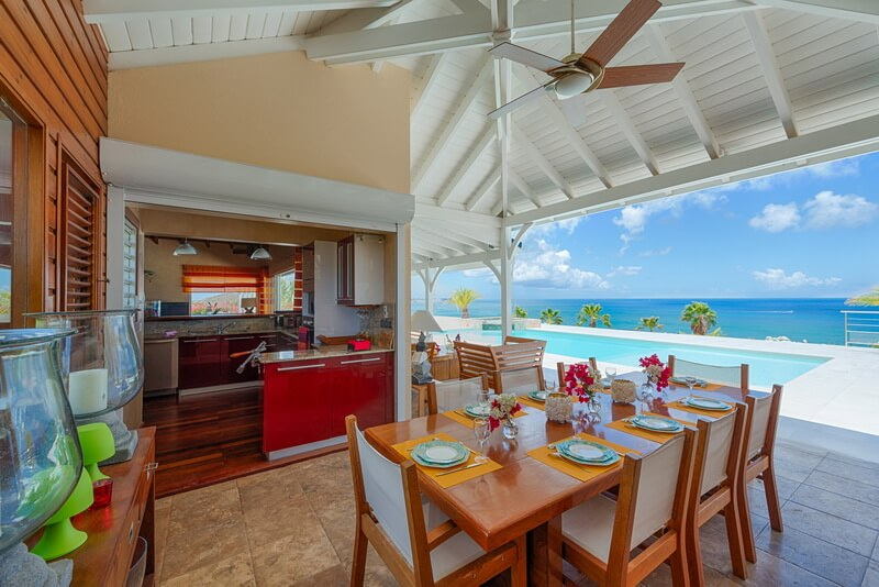 outdoor dining Villa Dreamin Blue